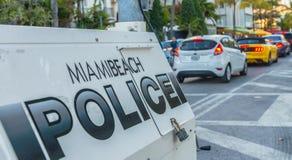 MIAMI - FEBRUAR 2016: Polizeiwagen im Miami Beach Polizeipatrouillen Lizenzfreies Stockfoto