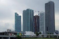 Miami FL, Förenta staterna - Juni 16, 2017: I stadens centrum Miami byggnader under konstruktion Royaltyfri Fotografi