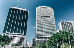 MIAMI FL - FEBRUARI 25, 2016: Panorama- i stadens centrum horisont på ett b Fotografering för Bildbyråer