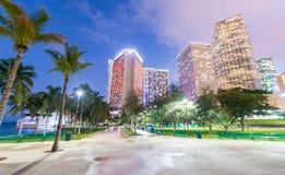 MIAMI FL, LUTY, - 23, 2016: Miasto ulicy przy zmierzchem Miami att Obrazy Stock