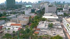 MIAMI, FLORIDA, EUA - EM JANEIRO DE 2019: Voo a?reo da opini?o do panorama do zang?o sobre o centro de cidade de Miami Beach video estoque