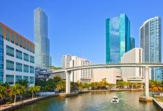 Miami Florida, panorama av floden och horisont Arkivfoton