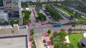 Miami, Florida, S.U.A. - maggio 2019: Volo aereo di vista di panorama del fuco sopra il centro urbano di Miami Beach Parco di Col archivi video