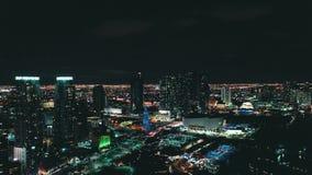 MIAMI FLORIDA, USA - MAJ 2019: Flyg- surrsiktsflyg ?ver det Miami centret Hotell aff?rsbyggnader fr?n ?ver stock video