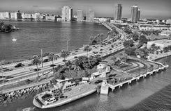 Miami, Florida Wunderbare Küstenfarben mit Wolkenkratzern und OC Stockfoto