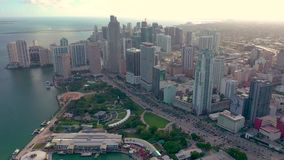Miami, Floryda, Usa - Stycze? 2019: Powietrzny trutnia widoku lot nad Miami Edgewater okr?giem na Biscayne zatoce zbiory