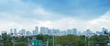 Miami horisont som sett från mellanstatligt Arkivfoton