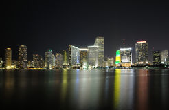 Miami im Stadtzentrum gelegen nachts stockfoto