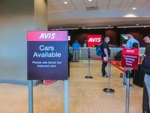 Miami, la Florida, los E.E.U.U. - Aprile 28, 2018: La oficina del coche de alquiler de Avis en el aeropuerto de Miami imagenes de archivo