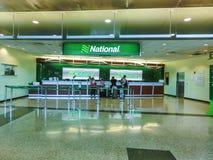 Miami, la Florida, los E.E.U.U. - Aprile 28, 2018: La oficina nacional del coche de alquiler en el aeropuerto de Miami foto de archivo libre de regalías