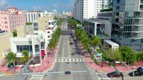 MIAMI, LA FLORIDA, LOS E.E.U.U. - ENERO DE 2019: Vuelo a?reo de la opini?n del panorama del abej?n sobre centro de ciudad de Miam almacen de metraje de vídeo