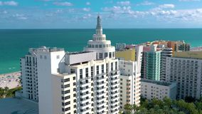MIAMI, LA FLORIDA, LOS E.E.U.U. - ENERO DE 2019: Vuelo a?reo de la opini?n del panorama del abej?n sobre centro de ciudad de Miam metrajes