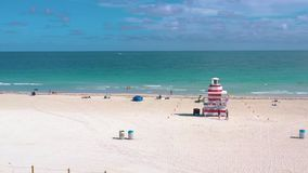 MIAMI, LA FLORIDA, LOS E.E.U.U. - MAYO DE 2019: Vuelo a?reo de la opini?n del panorama del abej?n sobre Miami Beach Arena, palmer almacen de metraje de vídeo