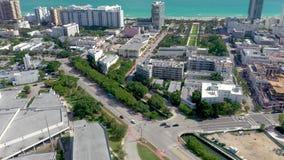 MIAMI, LA FLORIDE, ETATS-UNIS - JANVIER 2019 : Vol a?rien de vue de panorama de bourdon sur le centre de la ville de Miami Beach clips vidéos