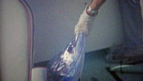 MIAMI, LA FLORIDE 1962 : Pélerin de Marlin attrapé et transporté dans le bateau en voyage de pêche banque de vidéos