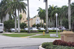 Miami, le 9 août : Allée d'entrée d'hôtel Biltmore et de club national de Coral Gables à Miami de la Floride Etats-Unis Photographie stock libre de droits