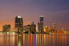 Miami linia horyzontu przy półmrokiem Obrazy Stock