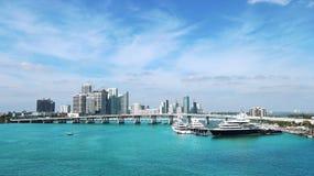 Miami linii horyzontu W centrum statek wycieczkowy Zdjęcie Stock