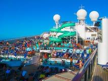 Miami, los E.E.U.U. - 12 de enero de 2014: Carnaval Glory Cruise Ship Fotos de archivo libres de regalías