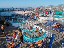 Miami, los E.E.U.U. - 12 de enero de 2014: Carnaval Glory Cruise Ship Imágenes de archivo libres de regalías