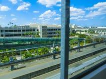 Miami, los E.E.U.U. - 29 de abril de 2018: tren de cielo en el aeropuerto internacional de Miami en Miami, los E.E.U.U. Skytrain  imagen de archivo libre de regalías
