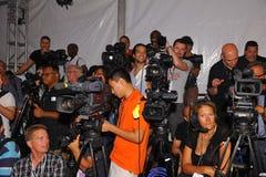 MIAMI - 21 LUGLIO: Piattaforma dei fotografi alla raccolta di Liliana Montoya Swim Fotografia Stock Libera da Diritti