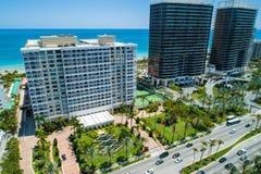 Miami nabrzeżne kondominia strzelający z trutniem obraz royalty free