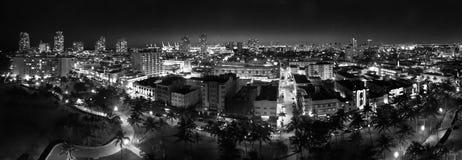 Miami plaża przy nocą, widok z lotu ptaka ocean przejażdżka zaświeca obraz royalty free