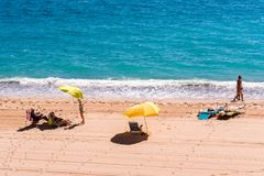 MIAMI PLATJA, ESPAÑA - 13 DE SEPTIEMBRE DE 2017: Vista de la playa arenosa Mont-roig del Camp Copie el espacio para el texto Imágenes de archivo libres de regalías