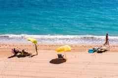 MIAMI PLATJA, ESPANHA - 13 DE SETEMBRO DE 2017: Vista do Sandy Beach Mont-roig del Acampamento Copie o espaço para o texto Imagens de Stock Royalty Free