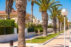 MIAMI PLATJA, SPANIEN - 24. APRIL 2017: Die Palmen-Gasse Kopieren Sie Raum für Text Lizenzfreies Stockfoto