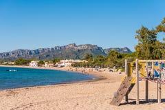 MIAMI PLATJA, SPANIEN - 18. SEPTEMBER 2017: Ansicht des sandigen Strandes Kopieren Sie Raum für Text Stockfoto