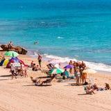 MIAMI PLATJA, SPANIEN - SEPTEMBER 13, 2017: Sikt av den sandiga stranden Mont-roig del Campa Kopiera utrymme för text Royaltyfria Bilder