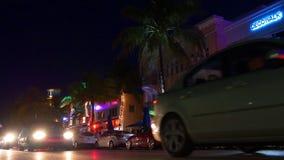 Miami-Südstrandozean-Antriebsverkehr 4k Florida USA des berühmten touristischen Nachtlichtes stock video footage