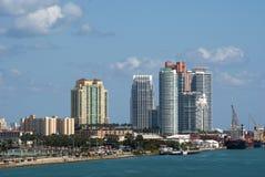 Miami-Schacht mit Jetskis Stockbilder