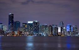 Miami-Skyline bis zum Nacht Stockbild