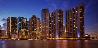 Miami-Skyline nachts Stockbilder