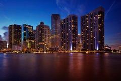 Miami-Skyline nachts Lizenzfreie Stockfotos