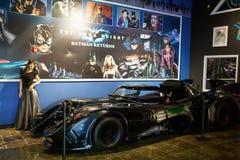 Miami ställer ut det auto museet en samling av tappning- och biobilar, cyklar och motorcyklar Arkivfoto