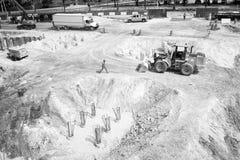Miami, usa - Październik 30, 2015: pracownicy i maszyneria na budowy jamie Plac budowy pracy na pogodny plenerowym zdjęcia royalty free