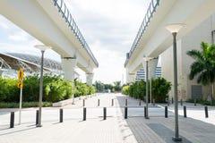 Miami, usa - Październik 30, 2015: wiadukt struktury w w centrum okręgu na pogodny plenerowym Wiaduktu lub mosta kolei droga Stru Obrazy Royalty Free
