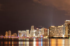 Miami van de binnenstad bij Nacht Royalty-vrije Stock Foto's