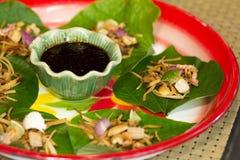 Miang Kham liścia Pikantni opakunki, Tajlandzki jedzenie zdjęcia stock