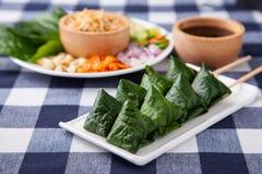Miang Kham ou enveloppes savoureuses de feuille Images stock
