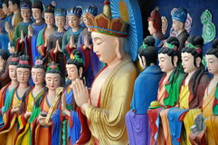 Mianyang, China: Betende Buddha-Skulptur Lizenzfreie Stockbilder