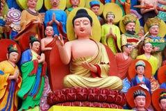 Mianyang, Chine : Tableaux de Bouddha au temple photographie stock libre de droits
