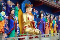 Mianyang, Chine : Tableaux de Bouddha au temple images stock
