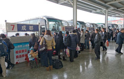 Mianyang, Porzellan: Fluggast im Bus Stockfoto