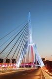 Mianyang Sanjiang un pont dans le temps de soirée Image stock