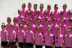 Miao Minority Adolescent Girls Pink-het Kostuum zingt Stock Afbeeldingen